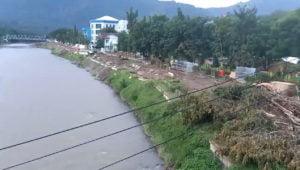 Penebangan pohon di sekitar Sungai Mata Allo Enrekang
