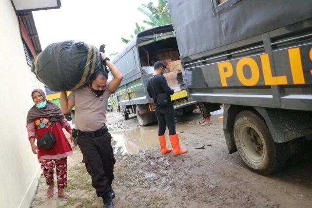 Polres Pinrang Bersama Bhayangkari Salurkan Bantuan ke Masamba