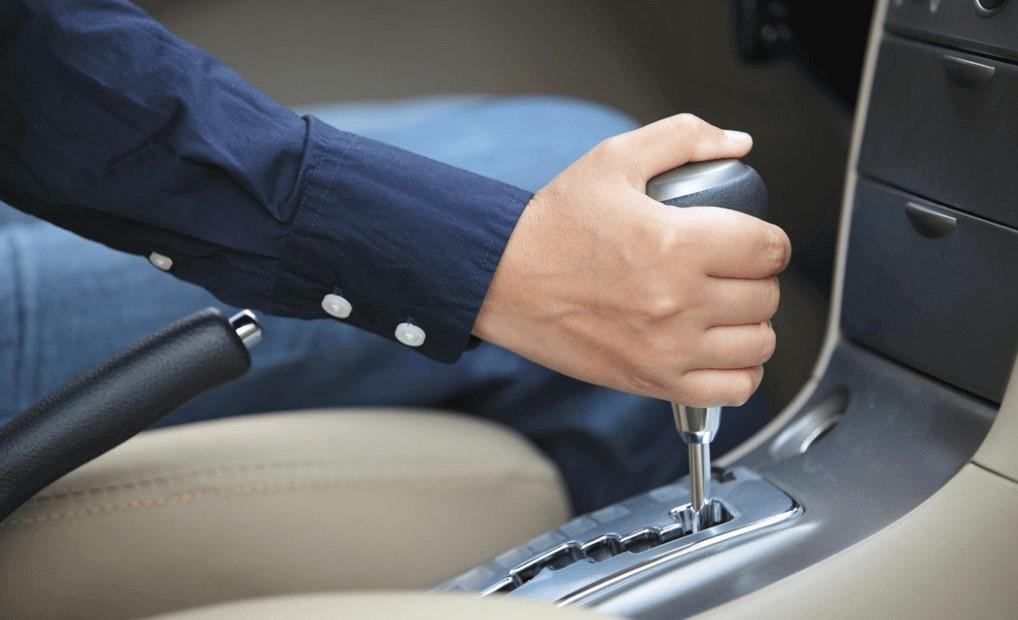 Cara Mengendarai Mobil Matic di Tanjakan Macet